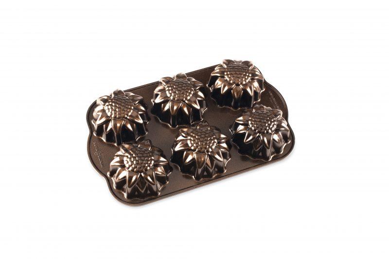 Vackra och goda solroskakor som går enkelt att svänga ihop! Receptet är framtaget för Nordic Wares Sunflower Cakelet Pan